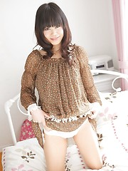 Pretty japanese girl Hiromi Koga showing shaved pussy