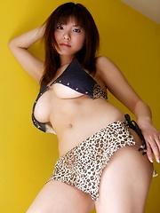 Hanai Miri posing her hot big breasts! - Japarn porn pics at JapHole.com