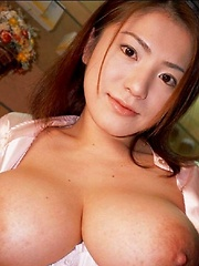 Anna Ohura natural huge tits in a geisha dress - Japarn porn pics at JapHole.com