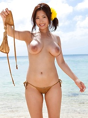 Large breasted Maki Kokoro posing outside - Japarn porn pics at JapHole.com