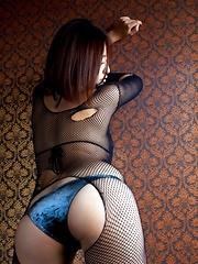 Hitomi Kitamura posing her natural big tits in bikini - Japarn porn pics at JapHole.com
