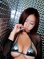 Japanese busty model Hitomi Kitamura posing - Japarn porn pics at JapHole.com