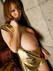 Picture set with Hitomi Tanaka posing in red bikini - Japarn porn pics at JapHole.com