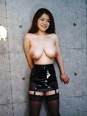 Anna Ohura posing her natural big tits - Japarn porn pics at JapHole.com