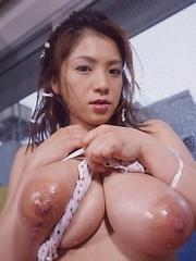 Anna Ohura shows her natural boobs - Japarn porn pics at JapHole.com