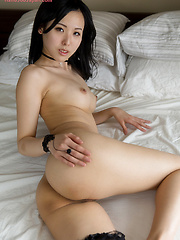 Yokoyama Natsuki does handjob for cum - Japarn porn pics at JapHole.com