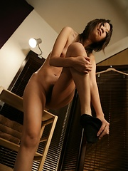 Japanese masseur playing with woman - Japarn porn pics at JapHole.com