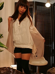 Japanese babe prepares to massage - Japarn porn pics at JapHole.com