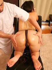 Amateur japanese woman on massage - Japarn porn pics at JapHole.com