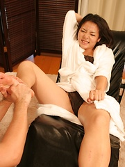 Amateur japanese woman on massage - Japarn porn pics at JapHole.com