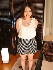 Short-haired japanese girl pussy playing