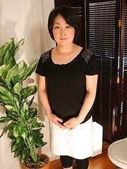 Japanese mature relasxin on the massage table