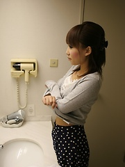 Cameraman massages wet japanese pussy - Japarn porn pics at JapHole.com