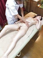 Amateur japanese girl with tricky masseur - Japarn porn pics at JapHole.com