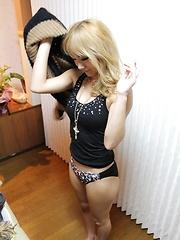 Blonde japanese girl on the massage table - Japarn porn pics at JapHole.com