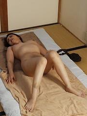 Amateur japanese woman on the massage table - Japarn porn pics at JapHole.com