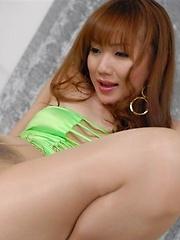 Japanese babe Reona Kanzaki in pantyhose - Japarn porn pics at JapHole.com