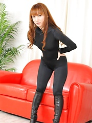 Reona Kanzaki in sexy black tight suit - Japarn porn pics at JapHole.com