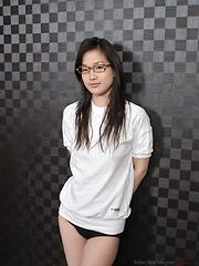 Japanese teen Yui Shirasagi likes spandex - Japarn porn pics at JapHole.com