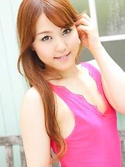 Japanese teen Serina Nozawa shows her ass - Japarn porn pics at JapHole.com
