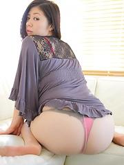 Lapanese model Manami shows her booty - Japarn porn pics at JapHole.com