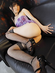 Japanese girl Natsumi shows her ass - Japarn porn pics at JapHole.com