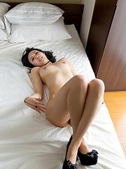 Cute japanese model Yokoyama Natsuki - Japarn porn pics at JapHole.com