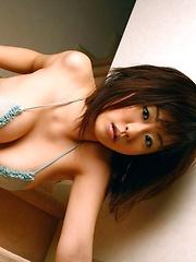 Hitomi Kitamura posing in small bikini - Japarn porn pics at JapHole.com