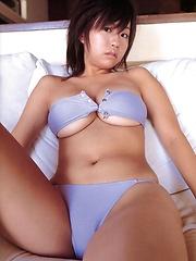 Hitomi Kitamura posing natural big breasts in blue bikini - Japarn porn pics at JapHole.com