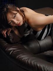 Hairy japanese girl Hinano masturbates - Japarn porn pics at JapHole.com