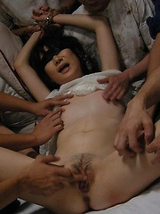 Mature Aoba Itou finds herself blindfolded and used by guys - Japarn porn pics at JapHole.com