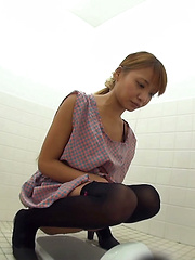 Potty Break - Japarn porn pics at JapHole.com
