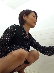 Potty Break 6 - Japarn porn pics at JapHole.com