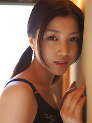 Azusa Togashi Asian with sexy body in bath suit loves sun light - Japarn porn pics at JapHole.com