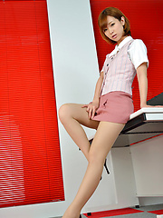 Ichika Nishimura Asian proudly shows sexy legs under short skirt - Japarn porn pics at JapHole.com