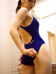 Kaori Ishii Asian in tight bath suit shows that is ready for sea - Japarn porn pics at JapHole.com