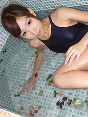Ayaka Enomoto Asian sexy in bath suit plays and smiles in water - Japarn porn pics at JapHole.com