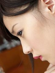 Airi Sakuragi Asian raises geisha outfit to show her sexy legs - Japarn porn pics at JapHole.com