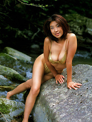 Naoko Inoue Asian exposes nude curves on rocks and in the river - Japarn porn pics at JapHole.com
