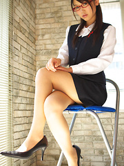Noriko Kijima Asian with specs and office suit is elegant and hot - Japarn porn pics at JapHole.com