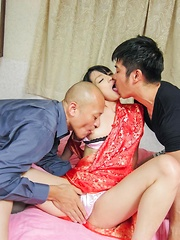 Konoha Asian is screwed like crazy and squirts while is fingered