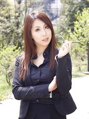 Hikaru Matsu flaunts her hot body outdoors - Japarn porn pics at JapHole.com