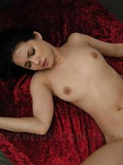 After servicing cocks Maria Ozawa eats cum. - Japarn porn pics at JapHole.com