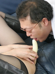 Sayuri Shiraishi masturbates with vegetables - Japarn porn pics at JapHole.com