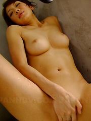 Sexy brunette Runa Sesaki enjoys in bath time - Japarn porn pics at JapHole.com