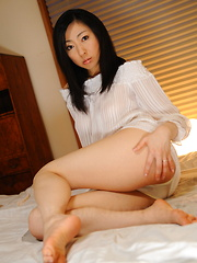 Emiko Koike teases in white lingerie on bed - Japarn porn pics at JapHole.com