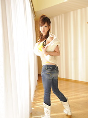 Brunette Emiri Seo poses in a room on floor - Japarn porn pics at JapHole.com