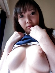 Haruka Ohsawa Asian wants to show her slit after exposing boobs
