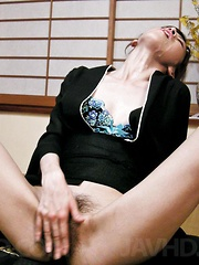 Kanon Hanai Asian in traditional dress gets sperm in her mouth - Japarn porn pics at JapHole.com