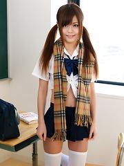 Nao Shiraishi is sexy japanese schoolgirl - Japarn porn pics at JapHole.com